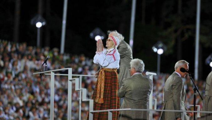 Mūžībā devusies Dziesmu un deju svētku Goda virsdiriģente Terēzija Broka
