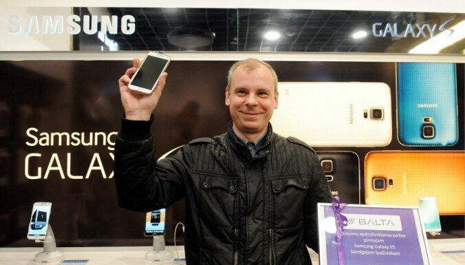 ФОТО: В Латвии стартовали продажи Samsung Galaxy S5