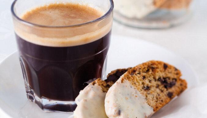 Lazdu riekstu un šokolādes 'biscotti'