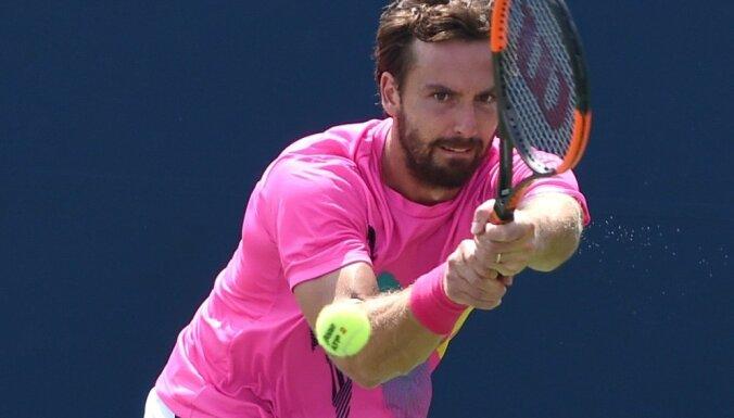 Gulbis zaudē vienu vietu ATP rangā