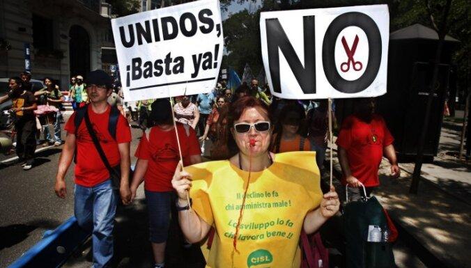 Madridē tūkstošiem cilvēku protestē pret taupības pasākumiem