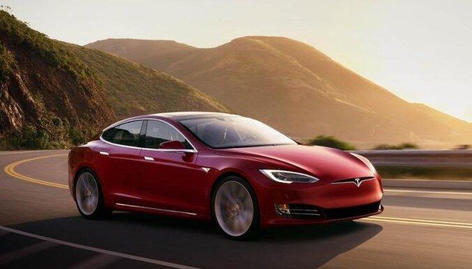 В ДТП с электромобилем Tesla в режиме автопилота погибли два человека