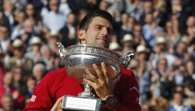 """Джокович впервые выиграл """"Ролан Гаррос"""" и собрал карьерный Большой шлем"""
