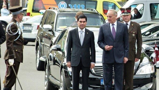 Fotoreportāža: Turkmenistānas prezidents viesojas Rīgā