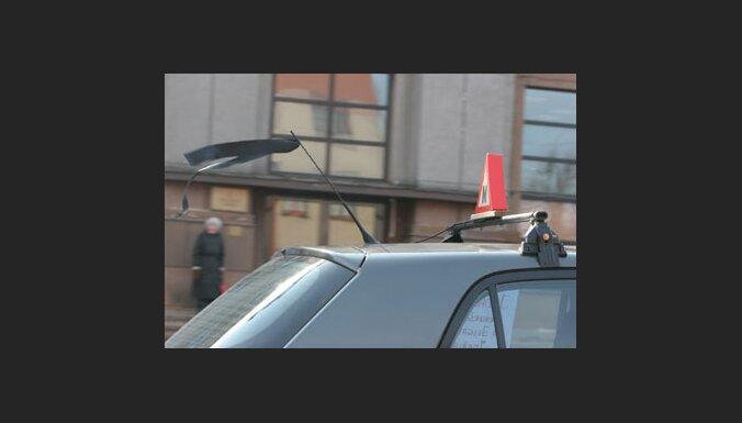 Возмущенные водители парализовали центр Елгавы (7 фото)