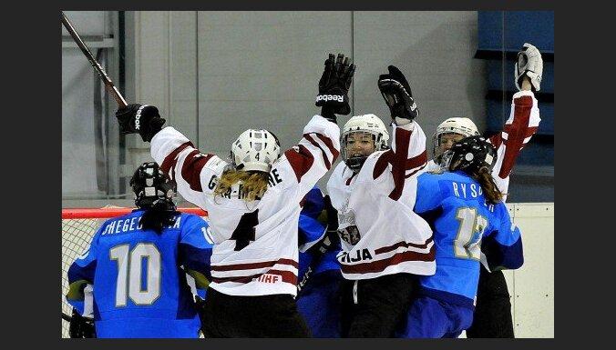 Latvijas hokejistes pasaules čempionāta mačā pieveic arī Kazahstānu