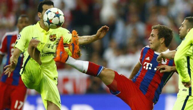 Barcelona s Sergio Busquets, left, and Bayern s Mario Goetze