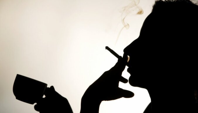 Ar aizliegumu smēķēt bērna klātbūtnē 'klauvēs pie vecāku sirdīm'; kontroles iespējas knapas