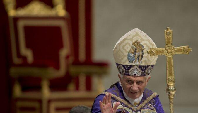 Pāvests var izdot dekrētu par kardinālu konklāva sarīkošanu pirms 15.marta
