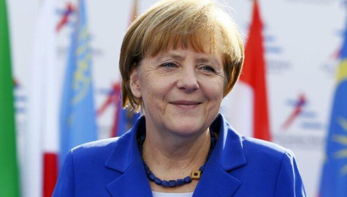 """Меркель выступает за возобновление переговоров по """"Южному потоку"""""""