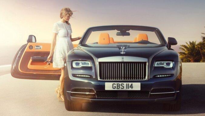 'Rolls-Royce' prezentējis jauno kabrioletu 'Dawn'