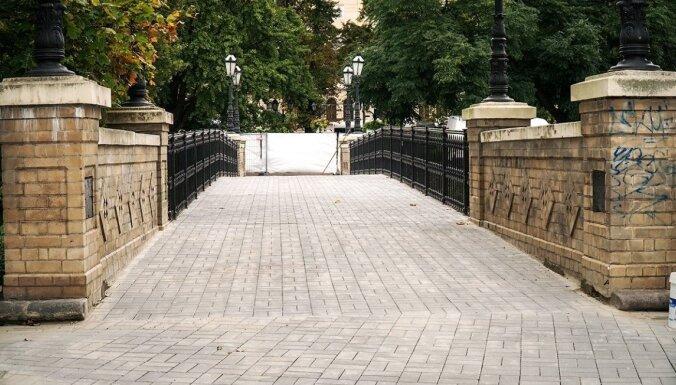 В Риге обновили мостик у Национальной оперы