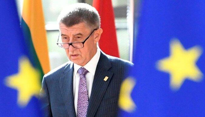 Премьер-министр Чехии призвал страны ЕС выслать хотя бы по одному российскому дипломату