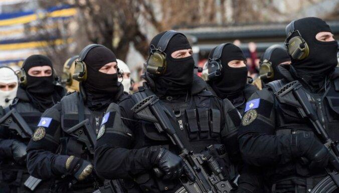 Kosova sper pirmos soļus savas armijas izveidei