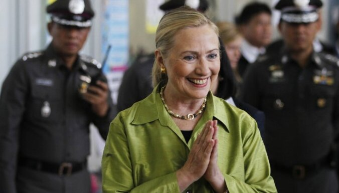 Кортеж Хиллари Клинтон филиппинцы забросали яйцами