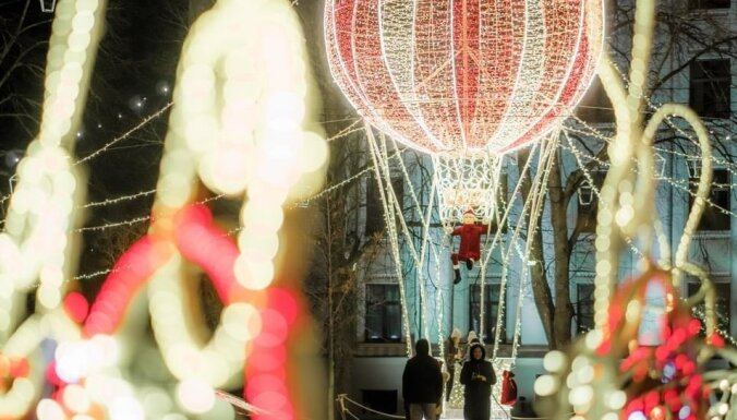 Liepājā skatāms iespaidīgs vides objekts – 'Ziemassvētku gaismas balons'