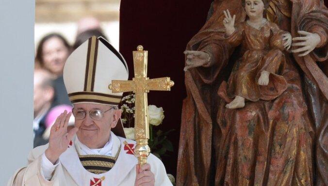 Vatikāns nav atzinis viendzimuma partnerattiecību legalizāciju, uzsver Katoļu baznīca