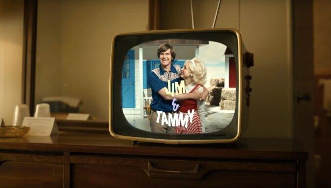 Filmas 'The Eyes Of Tammy Faye' treileris – kas bija bēdīgi slavenie televaņģēlisti