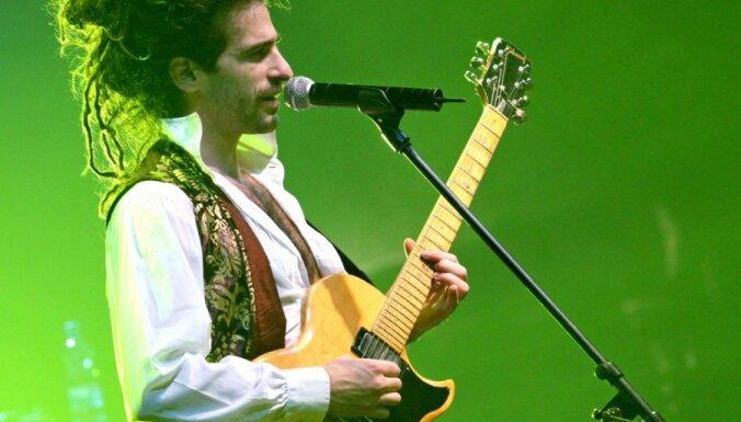 Fotoreportāža: britu folkroka karalis King Charles koncertē Rīgā