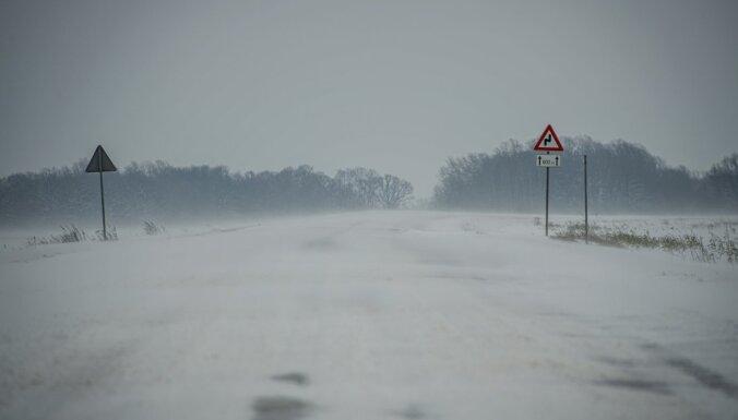 Apledojums apgrūtina braukšanu pa valsts galvenajiem un reģionālajiem autoceļiem