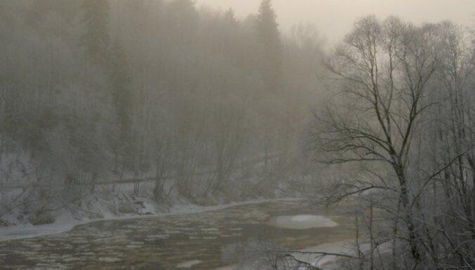 Dzeltenais brīdinājums: Rīgā un Latvijas ziemeļu pusē izveidojusies bieza migla