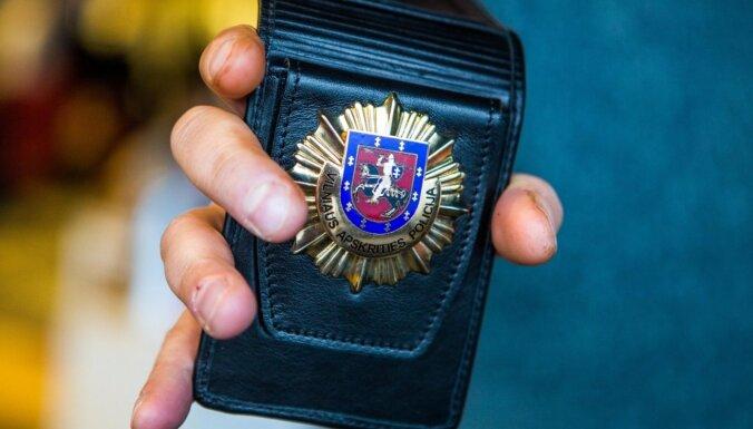 Литва: в автомобиле гражданина Латвии нашли два пистолета и патроны