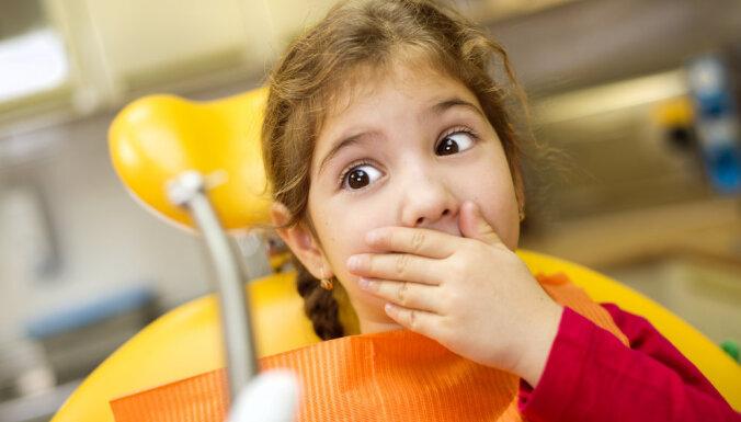 Profesore: garās rindas pie bērnu zobārsta un sliktais zobu stāvoklis ir sekas profilakses trūkumam