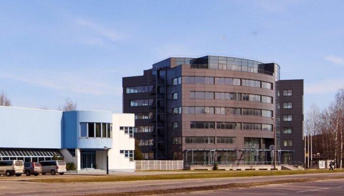 """ФОТО: """"дочка"""" Swedbank продала офисную многоэтажку в Риге"""