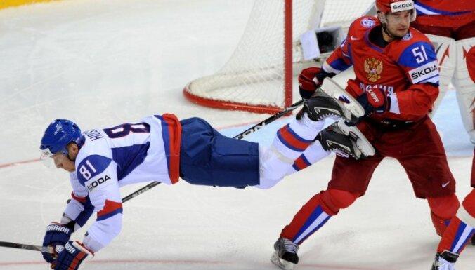 Slovākijas izlase turpinās sadarbību ar treneri Henlonu