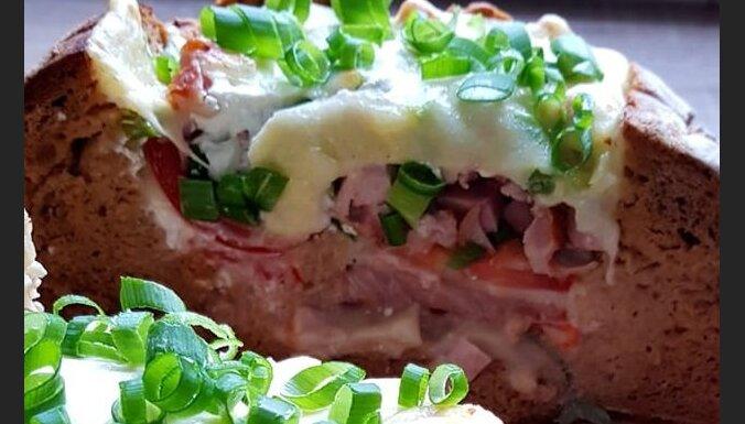 Быстрая альтернатива пиццы - мясо с сыром в буханке хлеба