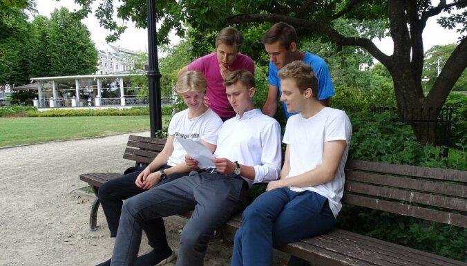 Starptautiskajā ekonomikas olimpiādē skolēni no Latvijas izcīna piecas sudraba godalgas