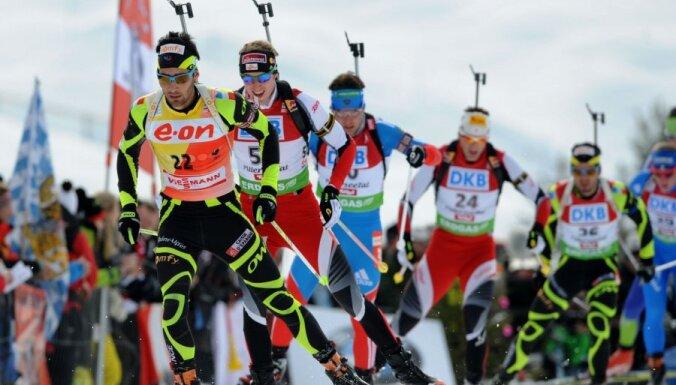 В спринте — сразу два победителя, латвийский биатлонист — последний