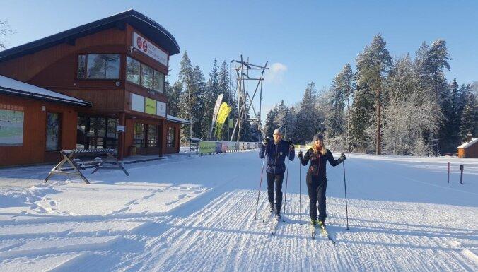 Siguldā atklāta distanču slēpošanas sezona