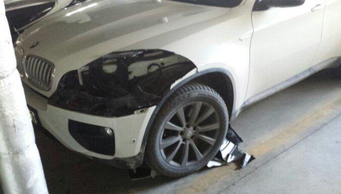 Воры вырезали фары из кузова BMW X6