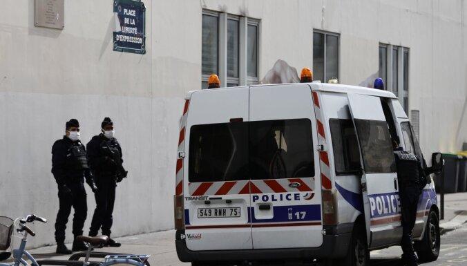 Aizdomās par uzbrukumu pie 'Charlie Hebdo' agrākā biroja turētais jaunietis atzinies