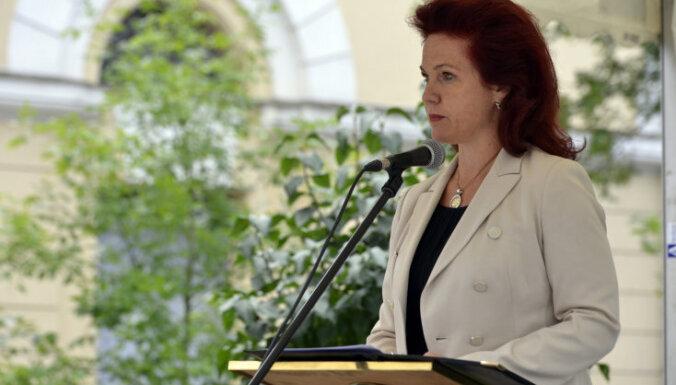 Video: Jēkaba laukumā iestāda Baltijas vienotības koku