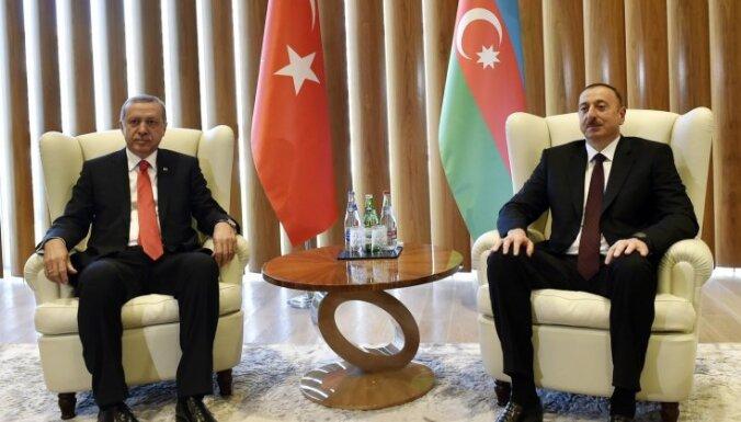 Apvērsuma mēģinājums Turcijā: Azerbaidžāna slēdz televīzijas kanālu