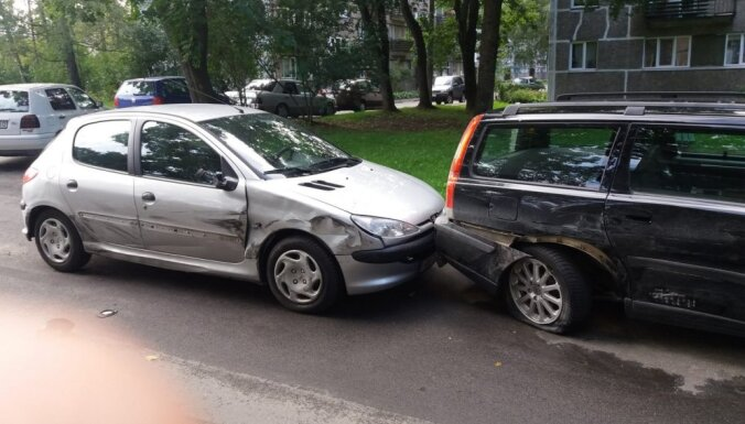 Policists no darba brīvajā laikā aiztur iereibušu šoferi