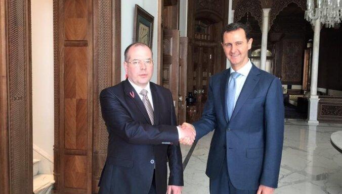Mamikina ciemošanās Sīrijā ir privāta un nav jāvērtē, pārliecināta 'Saskaņa'