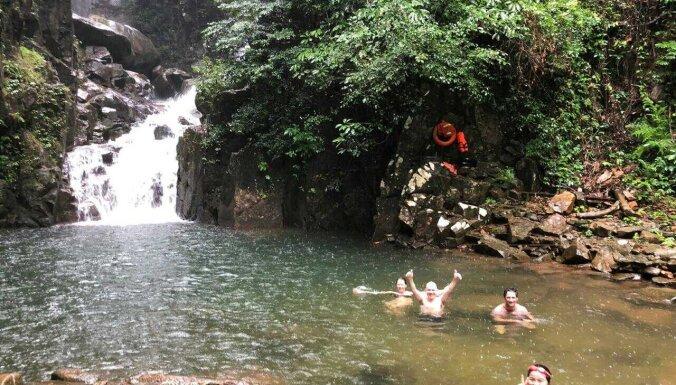 Fantastisks ūdenskritums Taizemē, kur peldēties kopā ar draudzīgām zivīm