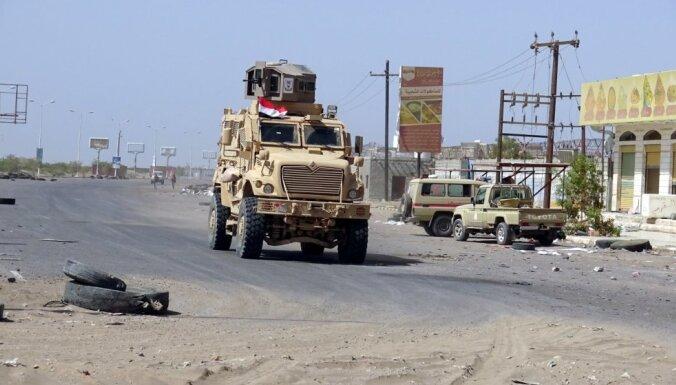 Hudeidā uzliesmojušas cīņas starp valdības spēkiem un hutu nemierniekiem