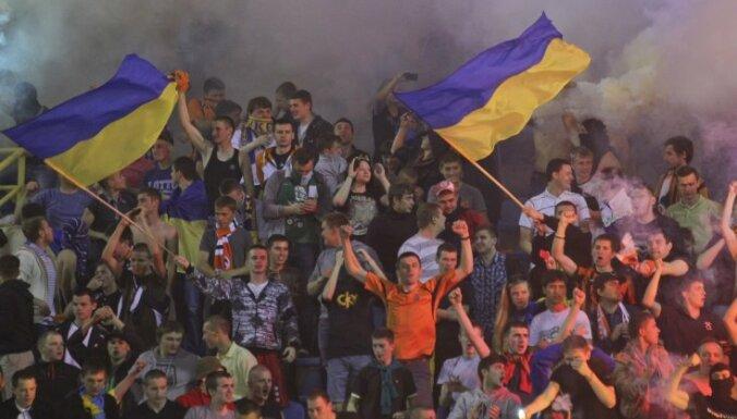 Болельщики украинского клуба поддержали армию патронами