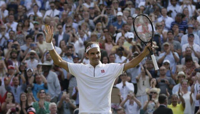 Federers pirmais sasniedz 100. uzvaru Vimbldonā; pusfinālā tenisa klasika pret Nadalu