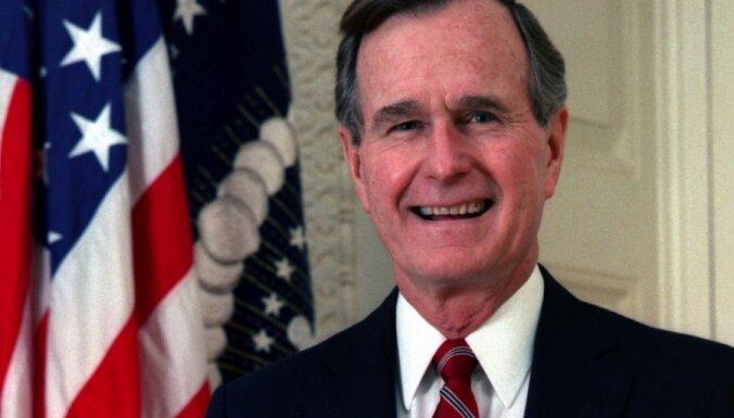 Džordžs Bušs vecākais sauc Trampu par balamuti un atzīst, ka balsojis par Klintoni