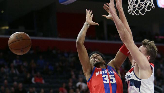 Pasečņiks ar 17 punktiem uzlabo savu rekordu, bet 'Wizards' cieš zaudējumu