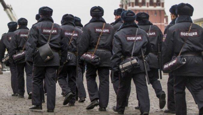 Latvija piešķīrusi politisko patvērumu Krievijas žurnālistam Švarjovam