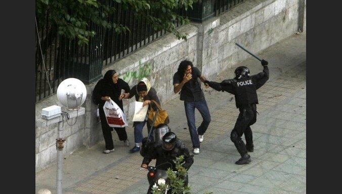 Иранские студенты почтили память революцией