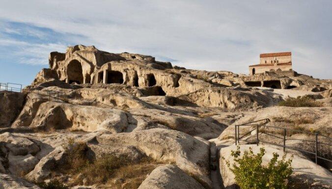 Казбек, вино и пещерный город. За чем нужно ехать в Грузию в 2015 году