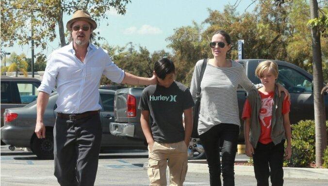 Джоли и Питт поселились рядом с Клуни