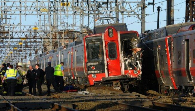 ASV divu vilcienu sadursmē cietuši vismaz 60 cilvēki